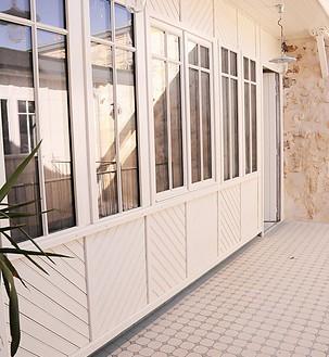 entrée des hotes - Patio Atelier - Photo Camille Glorieux