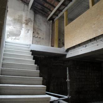 construction de l'escalier du futur patio Atelier