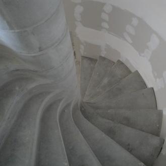 la cage d'escalier en cours de cloisonnement