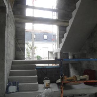 escalier brut de béton